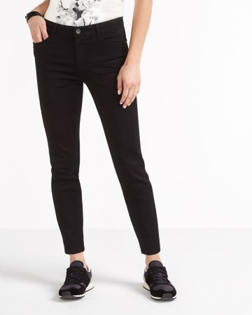 The Signature Soft Ankle Jeans