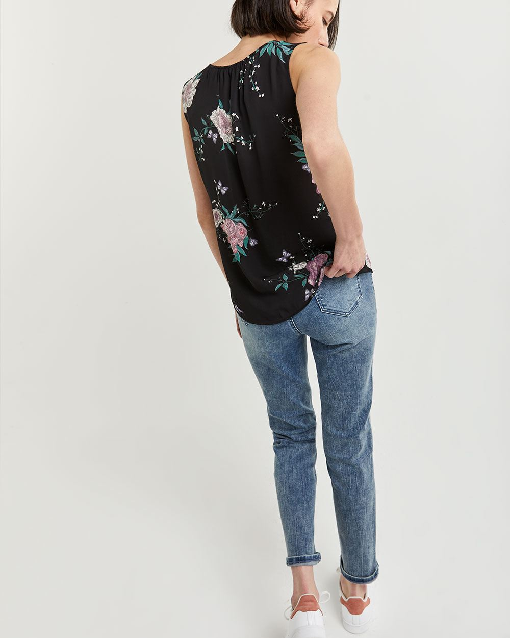 Sleeveless Printed Buttoned-Down Blouse