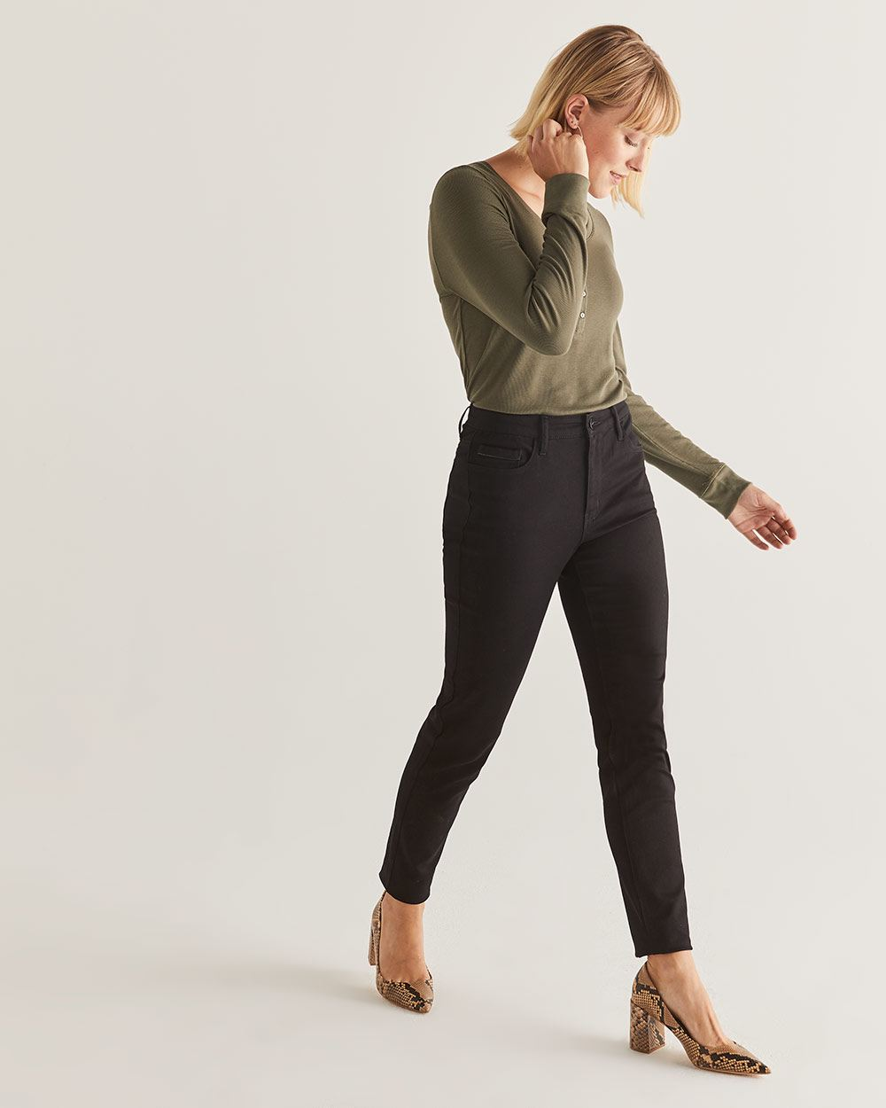The Petite Signature Soft Skinny Black Jeans