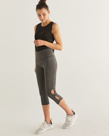 Hyba Capri Leggings with Side Keyholes