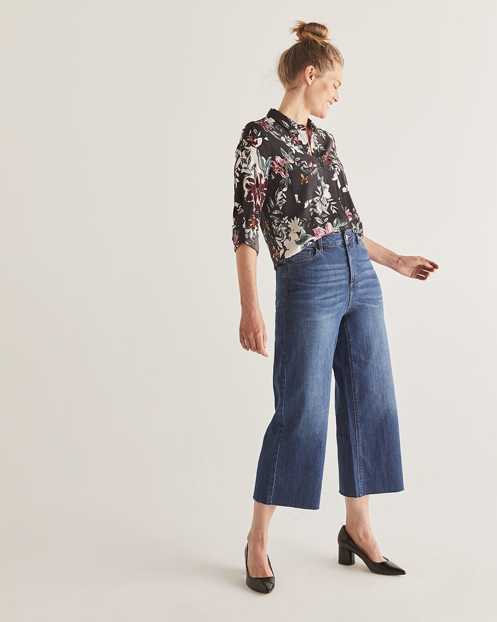 Wide Cropped Jeans with Raw Hem