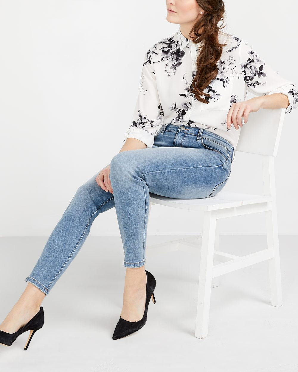 The Petite Skinny Light Wash Sculpting Jeans