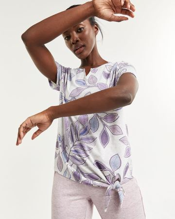 Short Sleeve Printed Tee with Front Knot Hyba