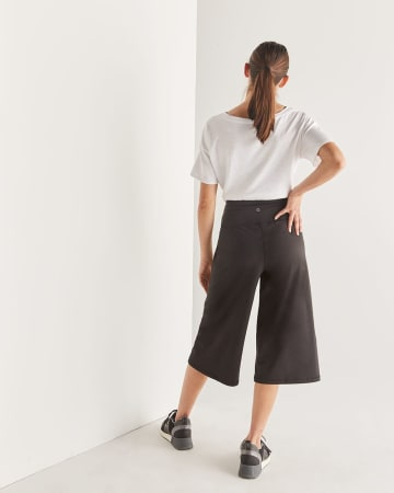 Hyba Wide Leg Black Capri Pants
