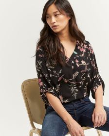 3/4 Sleeve Printed V-Neck Blouse