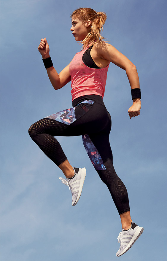 Woman wearing tank and legging airtech
