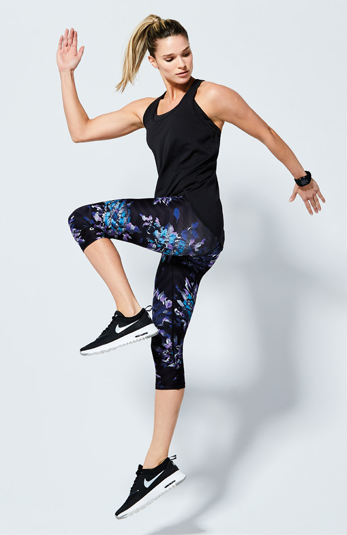 woman wearing fast track legging