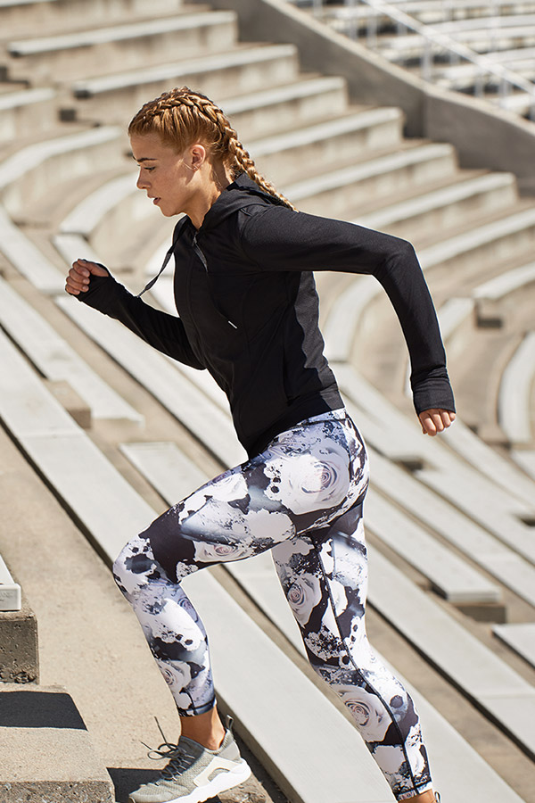 woman wearing legging